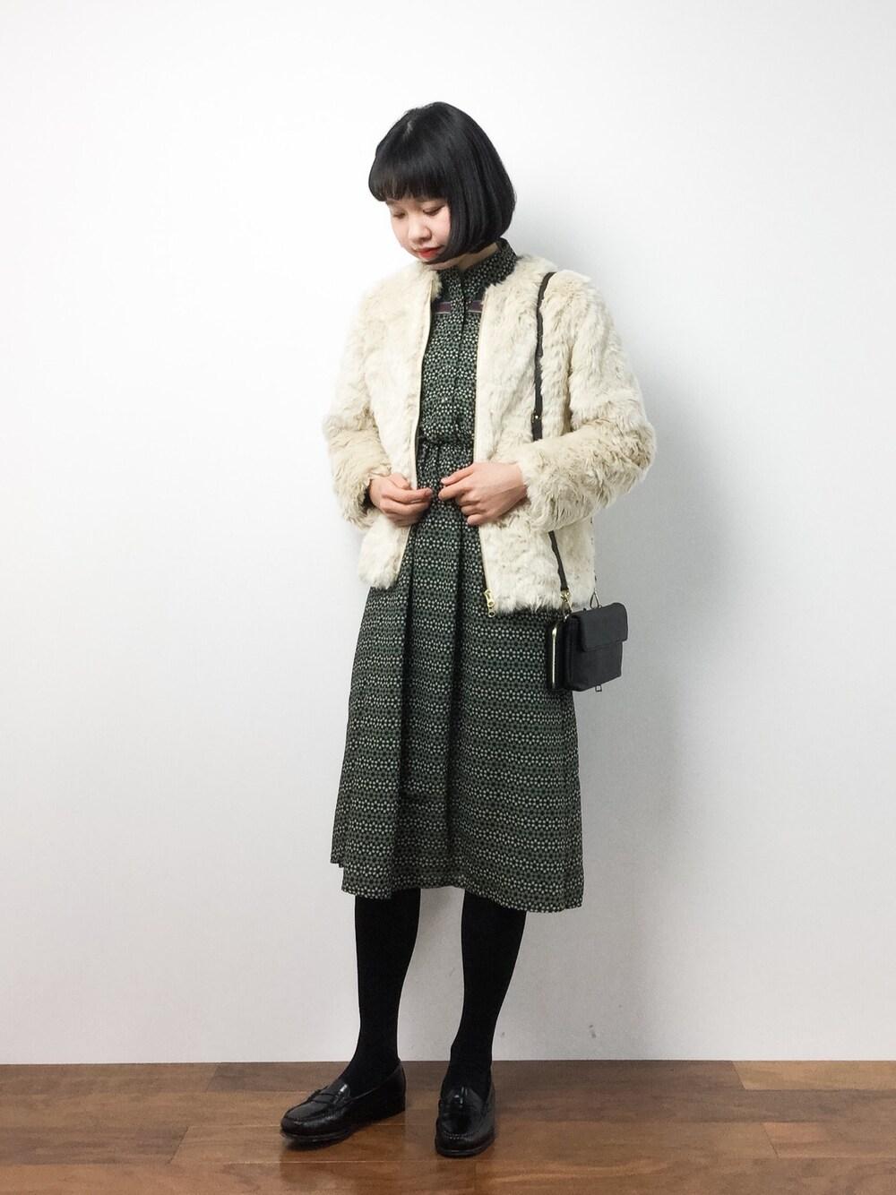緑ワンピース×白ダッフル