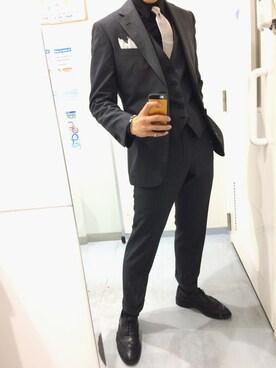 スーツと黒シャツで与える上品な印象!かっこよく着こなす方法は?