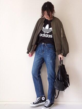 まるちわ@デニムコーデさんの「【adicolor】オリジナルス スウェット[TREFOIL SWEATSHIRT](adidas|アディダス)」を使ったコーディネート