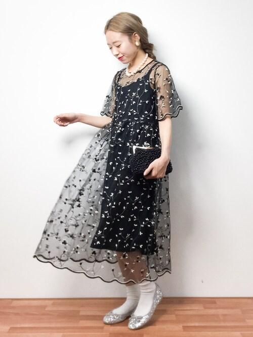 半袖のシースルーのミモレ丈ドレス参考コーディネート画像