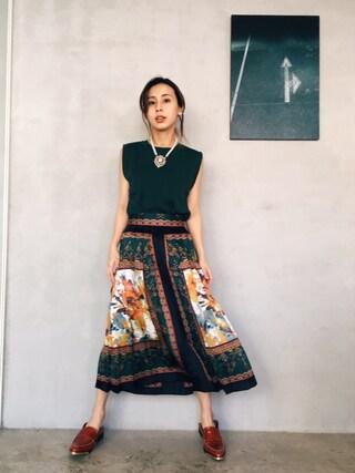 黒石奈央子さんの「SCARF MOTIF PLEATS SKIRT(AMERI|アメリヴィンテージ)」を使ったコーディネート