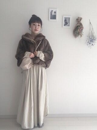 工藤春佳さんの「ポンチョ風エコファーコート(Lily Brown|リリー ブラウン)」を使ったコーディネート