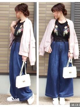 miho🅰ニコさんの「花刺繍Tシャツ(GRL|グレイル)」を使ったコーディネート