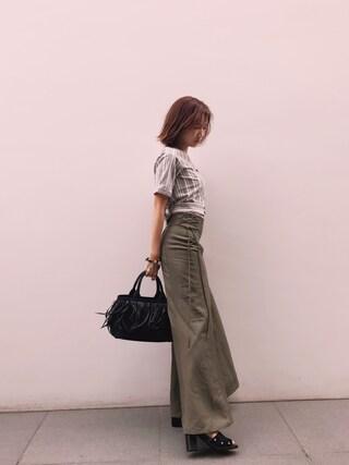 紗栄子さんの「リネンレーヨンスカート(DRWCYS ドロシーズ)」を使ったコーディネート