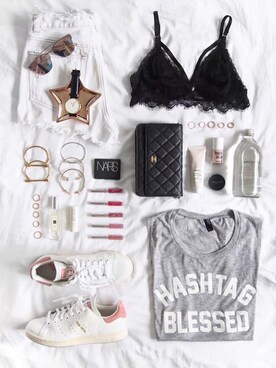 (URBAN OUTFITTERS) using this FLATLAY looks