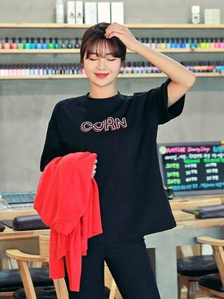 HOTPINGさんの「CORNロゴプリントTシャツ(hotping|hotping)」を使ったコーディネート