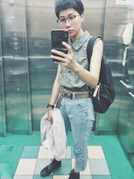 「跟上時尚潮流的鬚邊牛仔設計不論是搭配高跟鞋or布鞋都能詮釋出完美的穿搭女孩們心動了嗎?那就快入手吧!MODEL 唐葳 立即入手款(QUEEN SHOP)」使用Elevator Girl的搭配