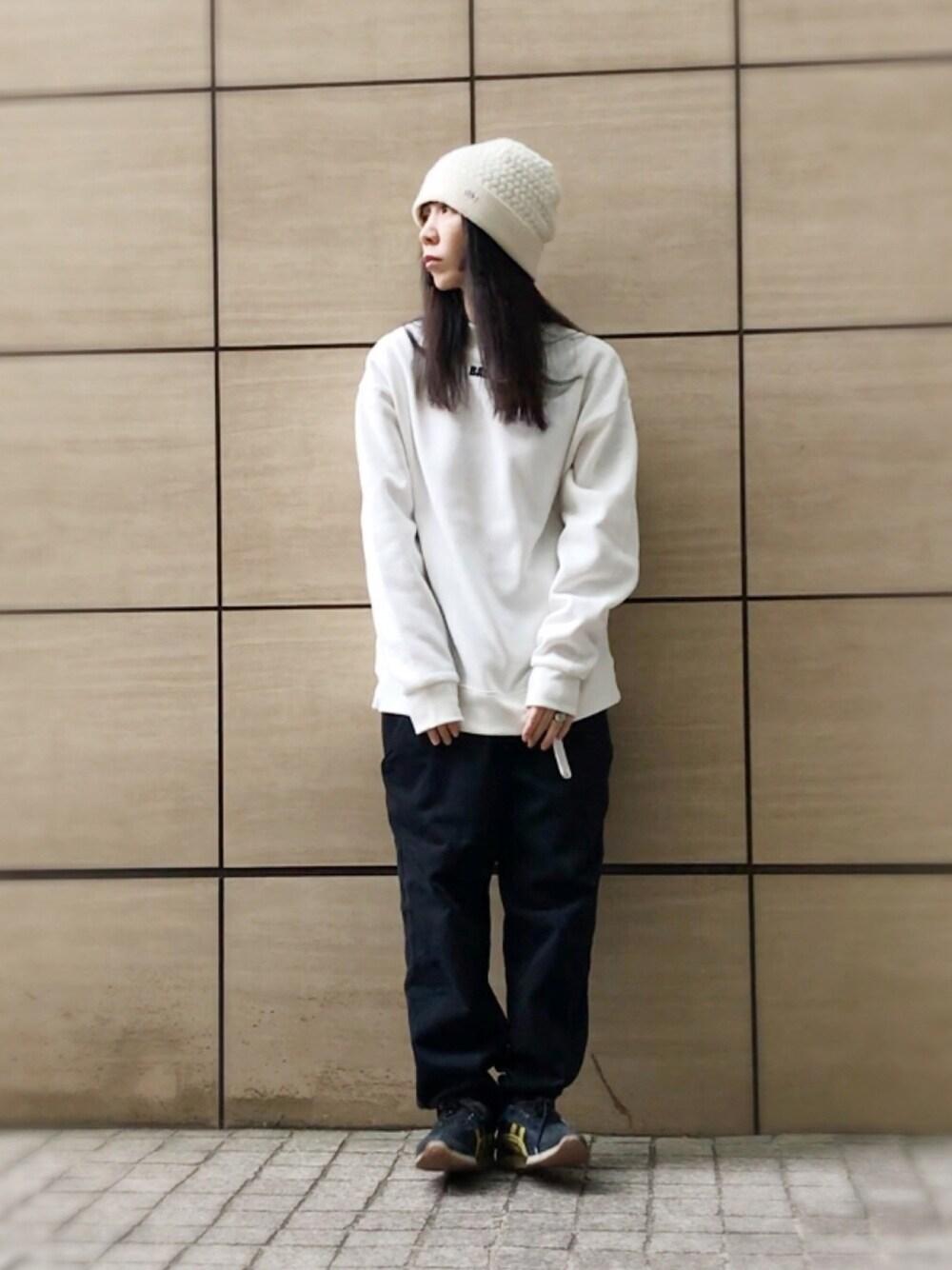 白ニット帽×白スウェット