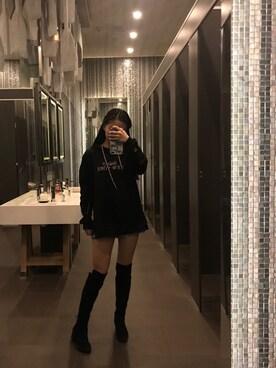 盛夏 is wearing STUSSY