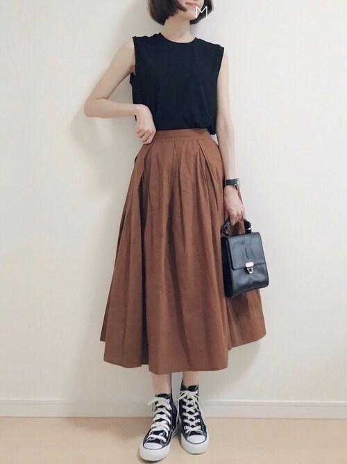 MAYUKOさんの「<再入荷>ウエストタック入りシンプルロングスカート(coca)」を使ったコーディネート