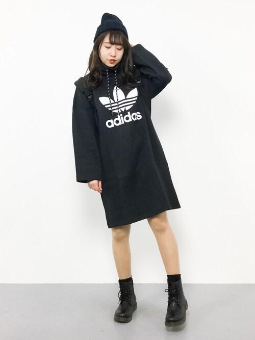 ×ショートブーツ×黒ニット帽