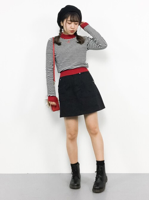 黒の台形スカートで美脚に♡