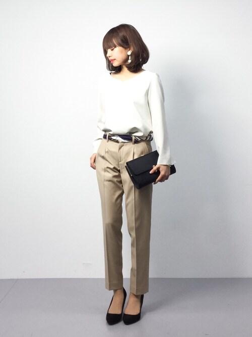 女性のビジネスカジュアル王道コーデ2:シャツ×パンツ