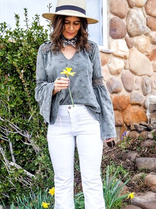 「Pilcro Superscript High-Rise Flares White 25(Anthropologie)」 using this Carla  looks