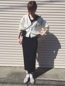 Sato*さんの「総針ニット×刺繍Vカーディガン(mysty woman|ミスティウーマン)」を使ったコーディネート