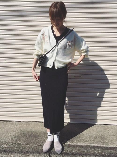 Sato*さんの「総針ニット×刺繍Vカーディガン(mysty woman)」を使ったコーディネート