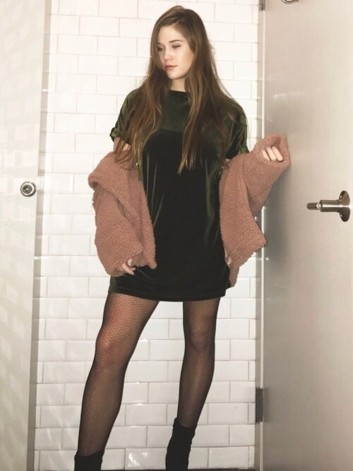 (URBAN OUTFITTERS) using this Rachel looks