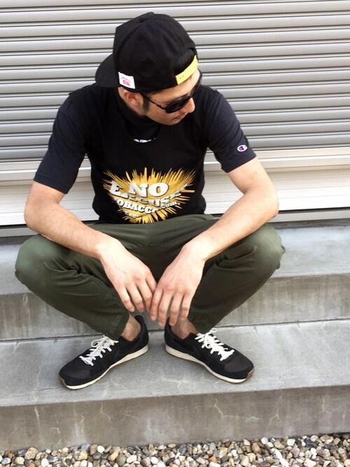 黒スニーカー×スリムユニクロストリートスタイル 画像1