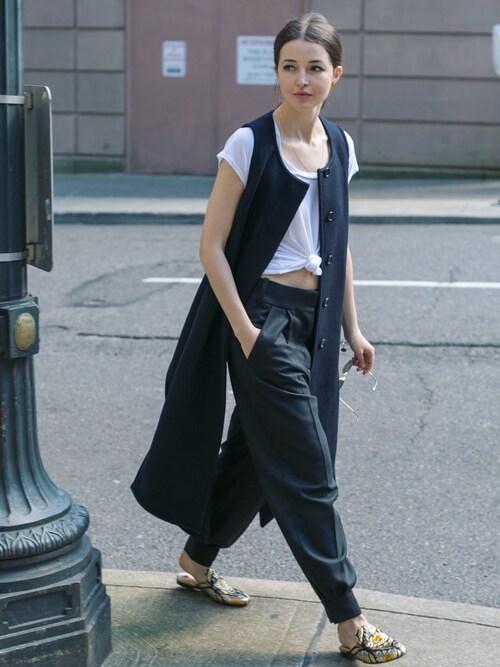 Yulia F. Kirpalani is wearing MARNI