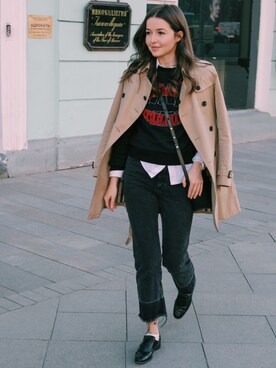 Yulia F. Kirpalani looks