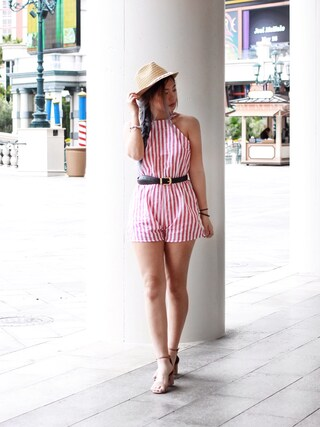 (H&M) using this Sophie Leung looks