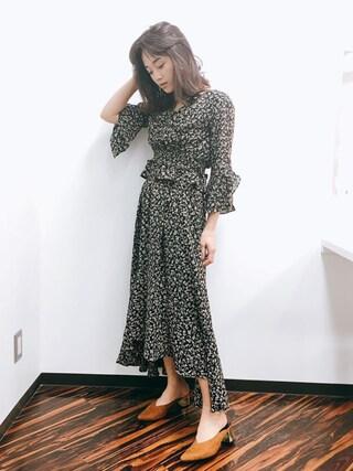 宮城舞さんの「バリエーションフラワーアシンメトリースカート(snidel|スナイデル)」を使ったコーディネート