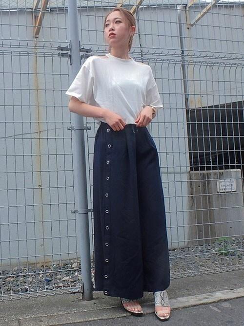 MURUAさんの「ショルダーカッティング Tシャツ(MURUA)」を使ったコーディネート