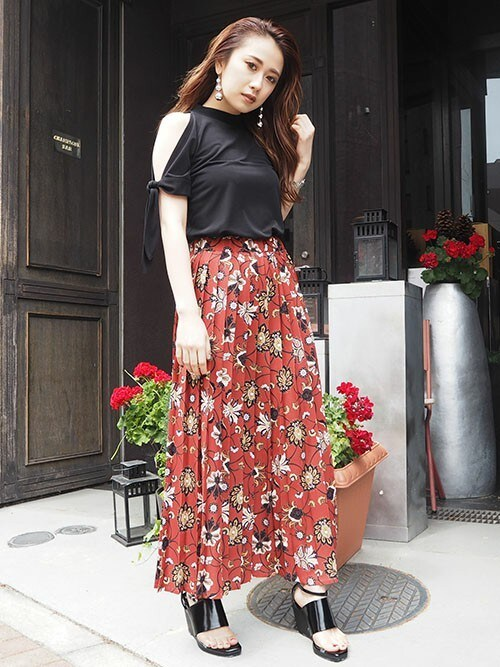 MURUAさんの「Ethnic flowerプリーツスカート(MURUA)」を使ったコーディネート