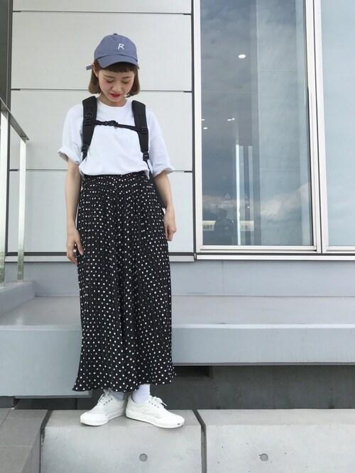 無地白×太め柄パンツ