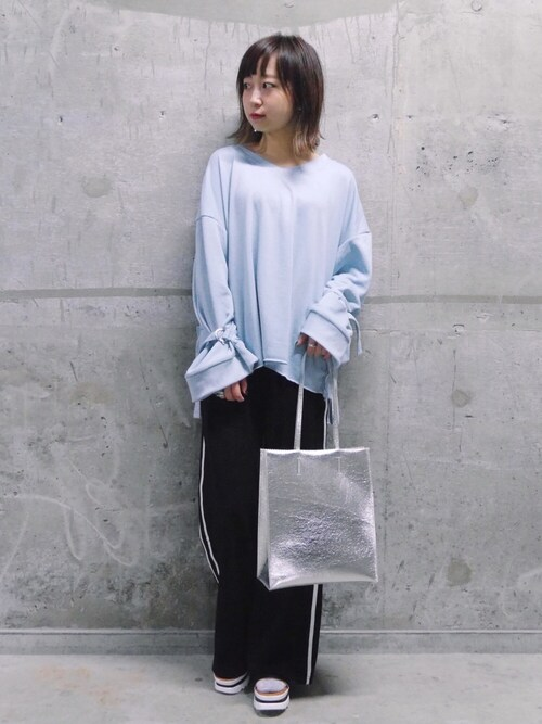 mika muraoさんの「メタリックトートBAG(WHO'S WHO gallery)」を使ったコーディネート