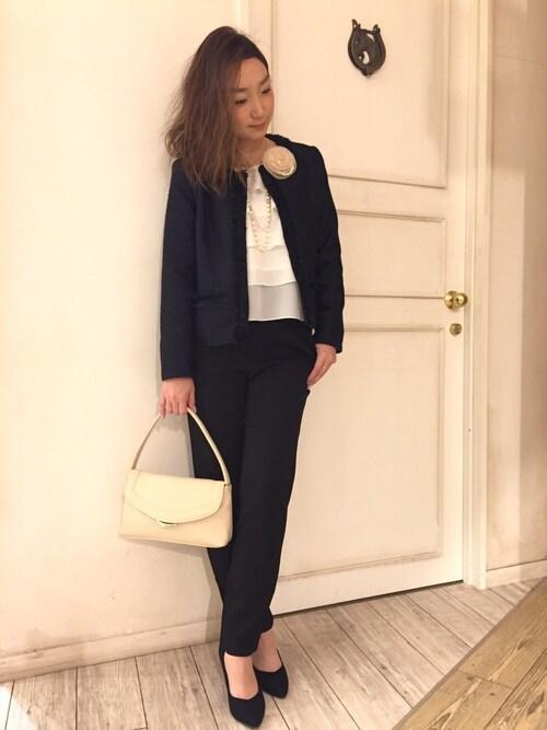 パンツスーツ×白ブラウス │ママの入学式コーデ
