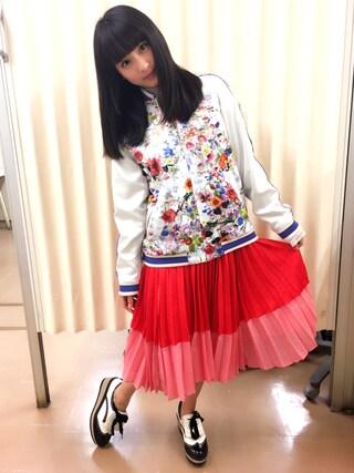 平 祐奈 | Yuna Tairaさんの「フラワープリント スカジャン(AVIE|アビィ)」を使ったコーディネート