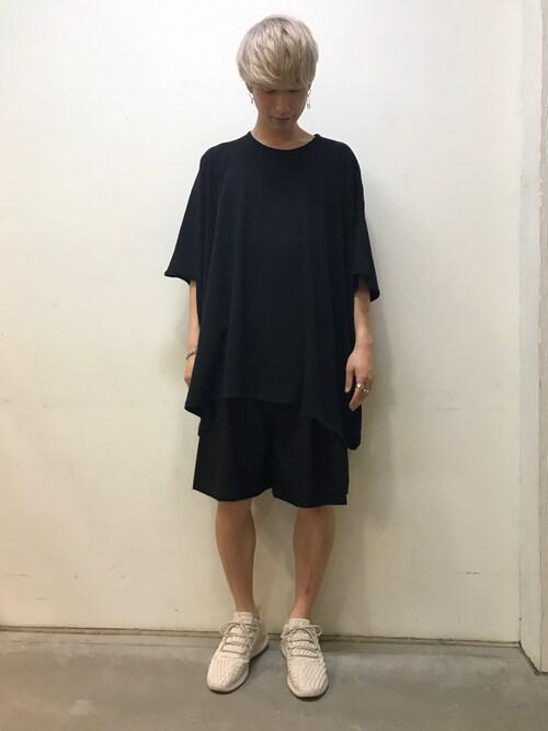 広原由也さんの「ROGGYKEI 『SQUARE』Tシャツ(ROGGYKEI)」を使ったコーディネート