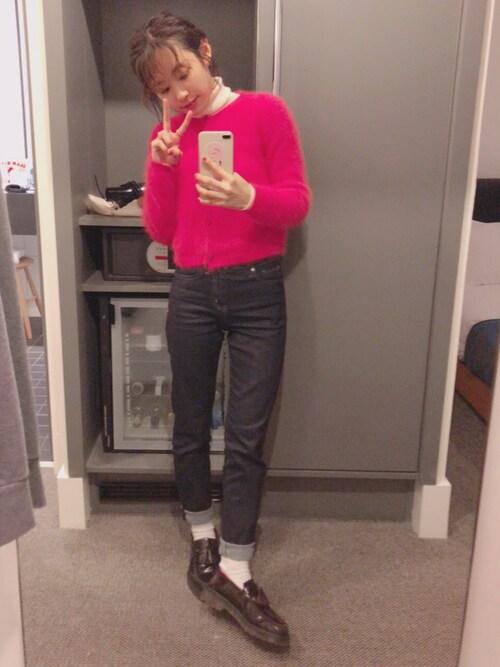 高橋愛使用「ユニクロ(ハイライズスマートシェイプジーンズ)」的時尚穿搭