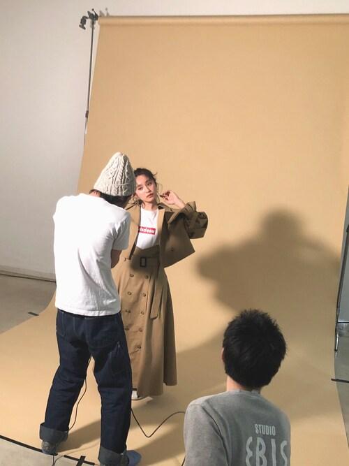 高橋愛使用「ViS(【ViS×高橋愛】ショートトレンチコート)」的時尚穿搭