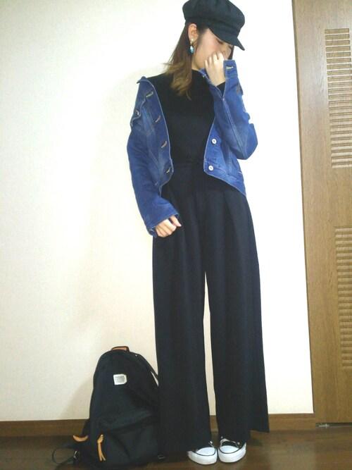 キャスケットからパンツまで黒を選んでいるので、背が高く身体が細く見せていますね。こなれ感MAXです。
