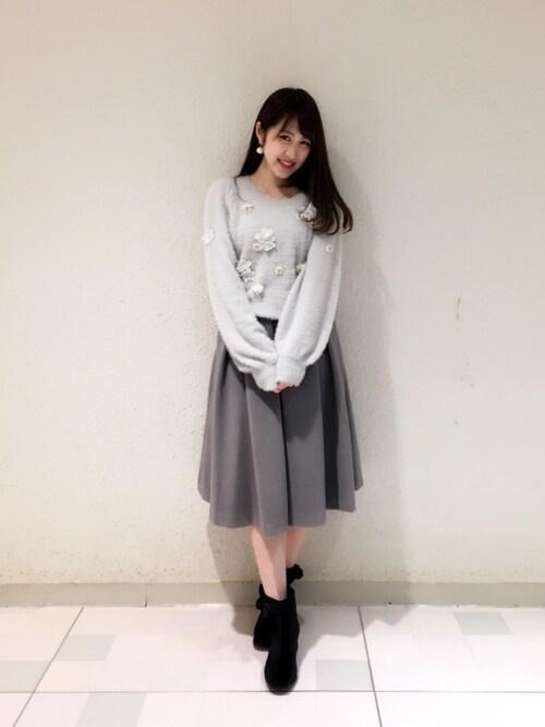Ayaka Hishizakiさんの「レーススパンコールモチーフフェザーニット(Supreme.La.La)」を使ったコーディネート