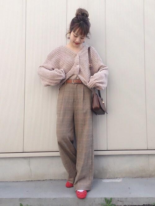 安中亜美さんの「ベロアモールカーデ(Omekashi)」を使ったコーディネート