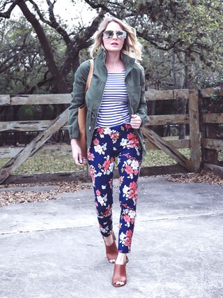 「Mid-Rise Pixie Chinos for Women(OLD NAVY)」 using this Erin looks