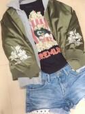 まるさんの「【リバーシブル】袖刺繍スカジャン×MA-1(mysty woman|ミスティウーマン)」を使ったコーディネート