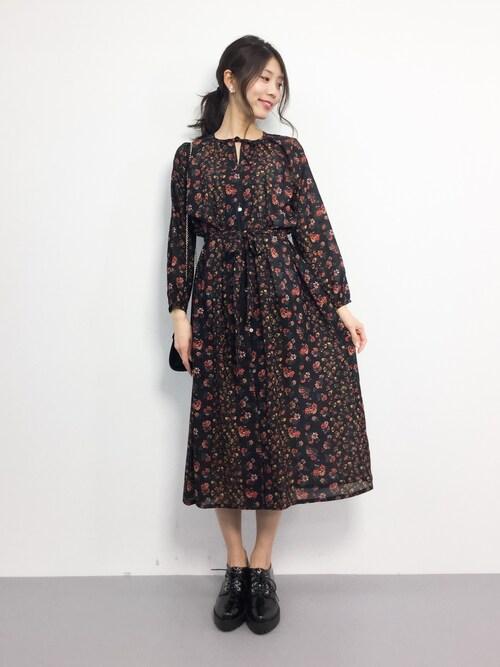ZOZOTOWN吉岡由梨子さんのシャツワンピース「花柄3WAYガウンワンピース (FREAK\u0027S STORE