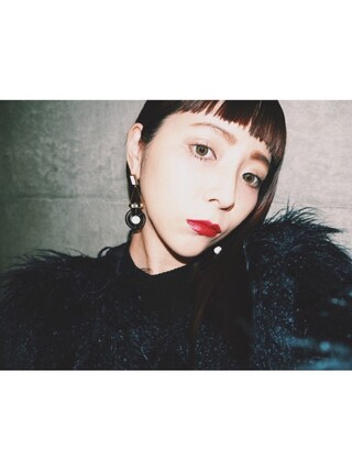 荻原桃子さんの「アラウンドサークルピアス(UN3D.|アンスリード)」を使ったコーディネート