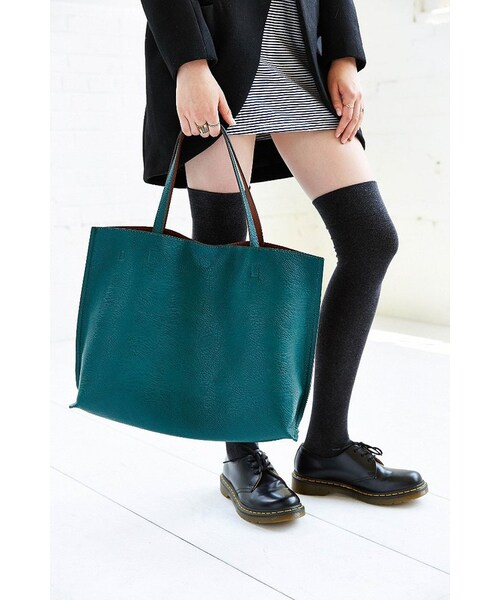d37c73a2a3392 Urban Outfitters,Reversible Vegan Leather Oversized Tote Bag - WEAR