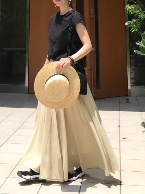 黒Tシャツ マルチフレアスカート