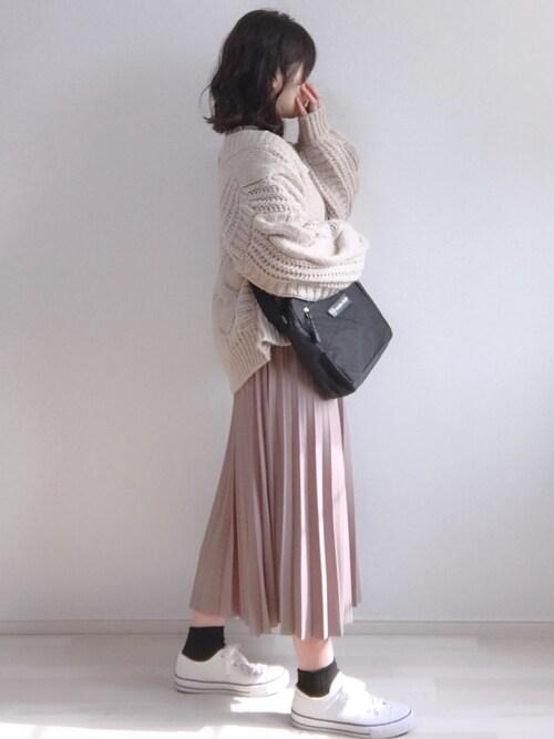 a n *さんの「ふんわりショートケーブルカーディガン(natural couture)」を使ったコーディネート