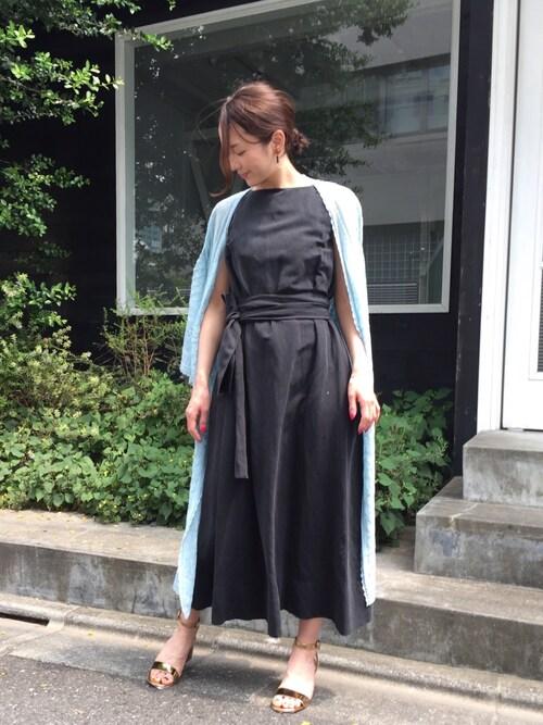 ロングスカートと合わせた新鮮バランス