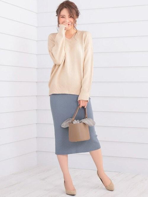 レディースファッション通販NinaNina(ニーナ)さんのニット/セーター「オーバーサイズVネック袖スリットざっくり編みニットトップス(Nina|ニーナ)」を使ったコーディネート