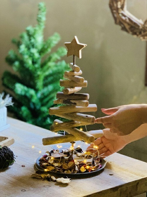 SPICESPICE OF LIFEさんのインテリアアクセサリー「流木風クリスマスツリー Sサイズ 約40cm(SPICE OF LIFE|スパイス オブ ライフ)」を使ったコーディネート