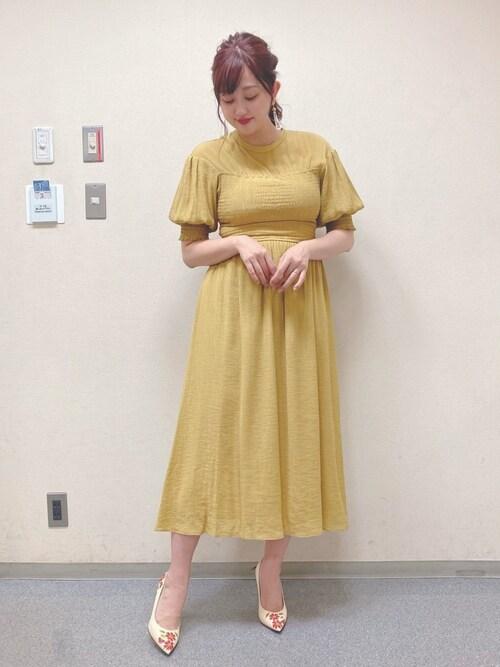 菊地亜美さんの「LOEWE Floral-embroidered leather pumps(LOEWE ロエベ)」を使ったコーディネート