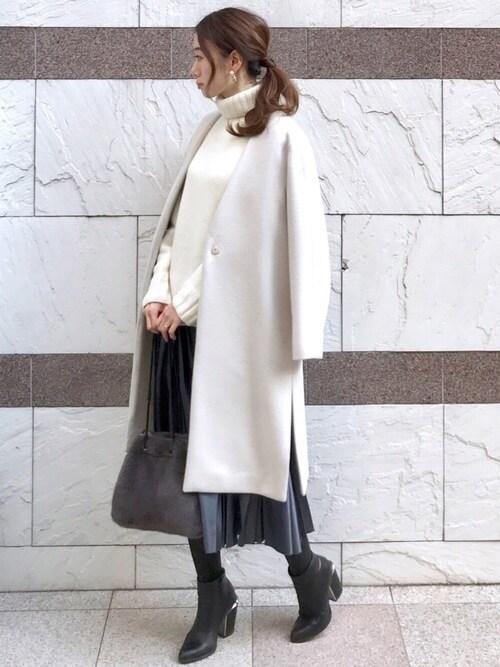 白コート×グレーチュールスカート冬コーデ